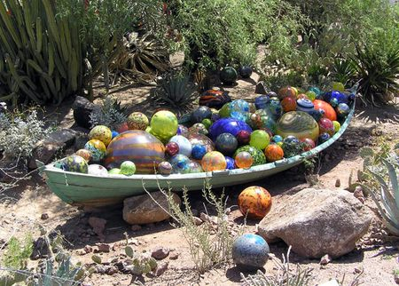 Chihuly-boat-with-balls-day