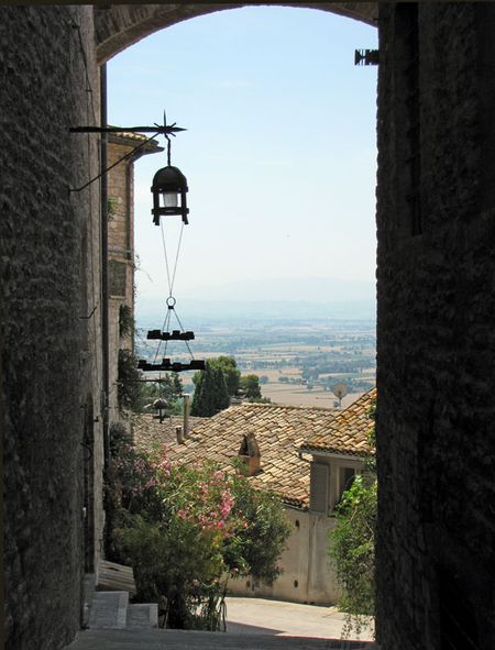 7-2-assisi-alley-view